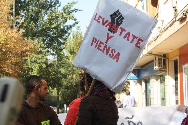 Protesta en Unicaja contra el desahucio de Antonio Redondo