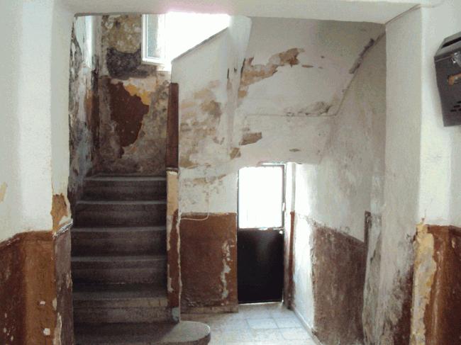 Estado que presentan algunas viviendas de Santa Adela.