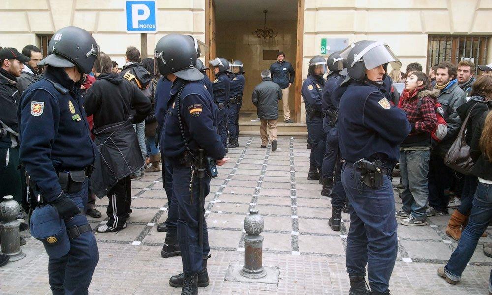 Policia-desahucio-plaza-nueva-juzgados