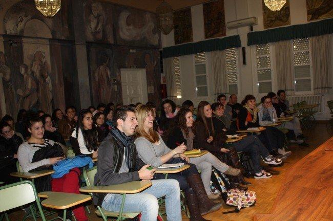 Los alumnos de Turismo del IES Virgen de las Nieves, durante la charla-coloquio de 'Sele'