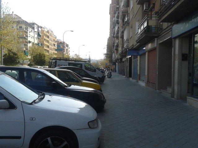 En la calle Primavera muchos comercios han secundado la huelga.