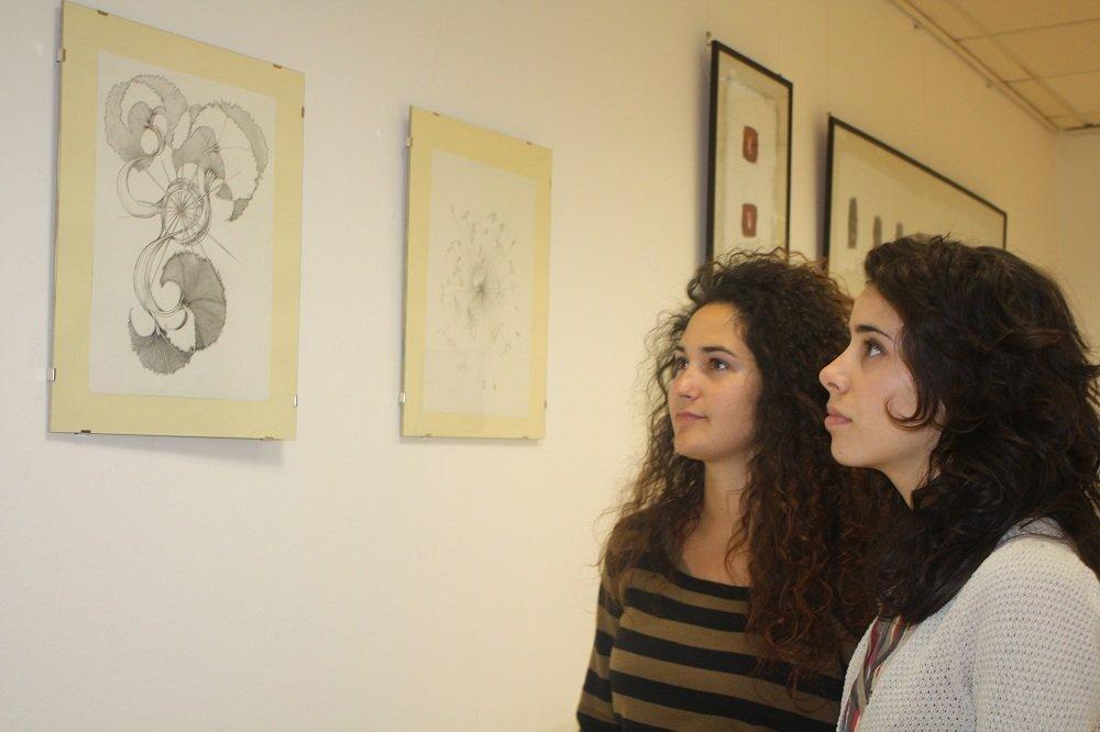 Exposición de las alumnas de Bellas Artes en el Centro Cívico de la Chana