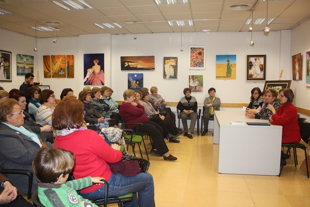 Centro c vico de la chana granadaimedia for Piscina municipal la chana granada