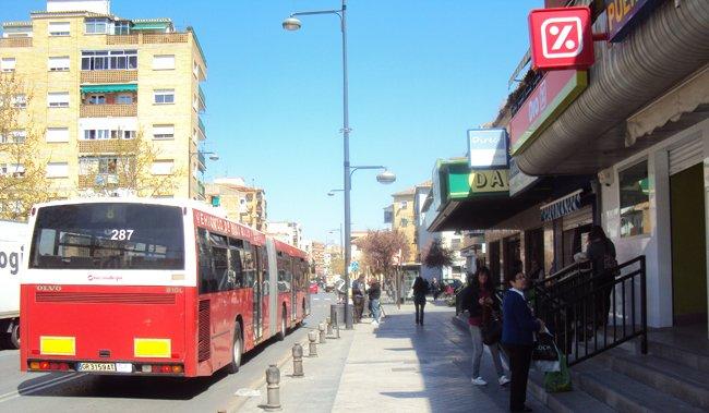 Supermercados Día y Dani, en la avenida de Dílar.