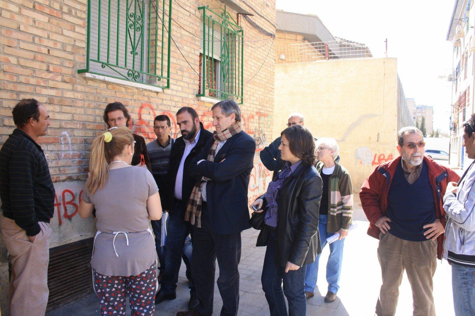 visita de IU al Polígono de Cartuja. Campaña electoral andaluzas 25M
