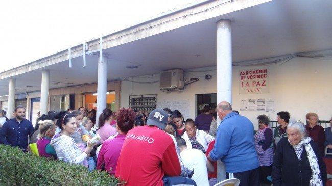 Reparto de Alimentos en el barrio de La Paz, distrito Norte de Granada