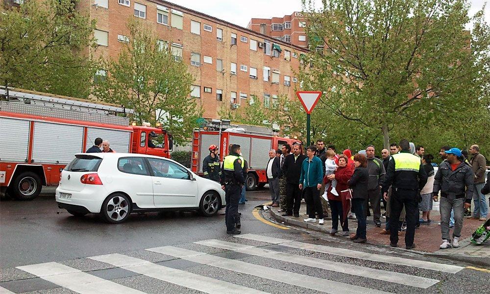 accidente de dos turismos en Sanchez Cotán, esquina de la Comandancia de la Guardia Civil