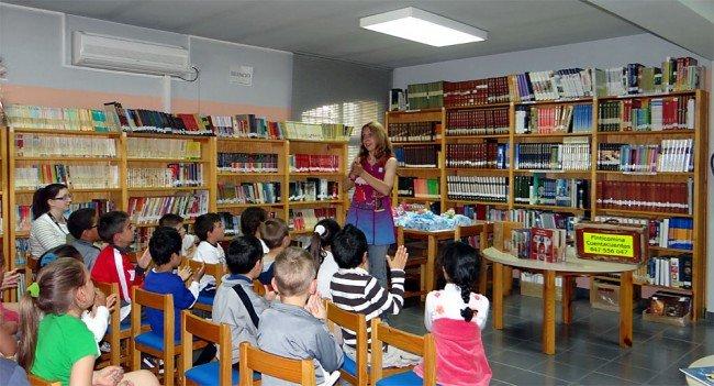Inma Ruiz Cuentacuentos Día del Libro 2012 Biblioteca Pública Cartuja-Almanjáyar