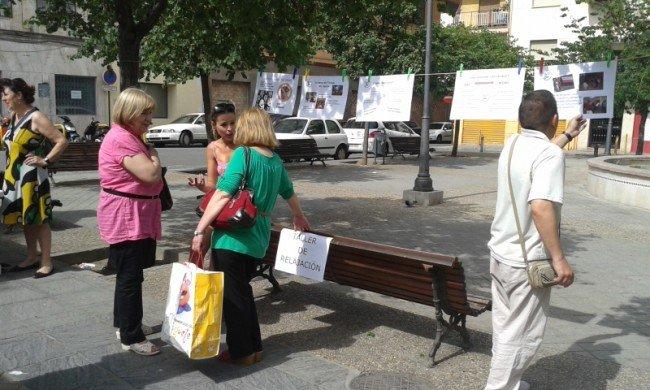Paneles explicativos situados en la plaza Sol y Luna.
