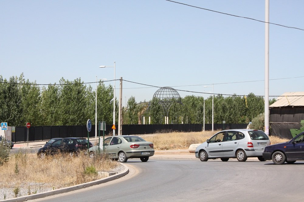 Solar en la Chana que el Ayuntamiento de Granada ha sacado a licitación para equipamiento