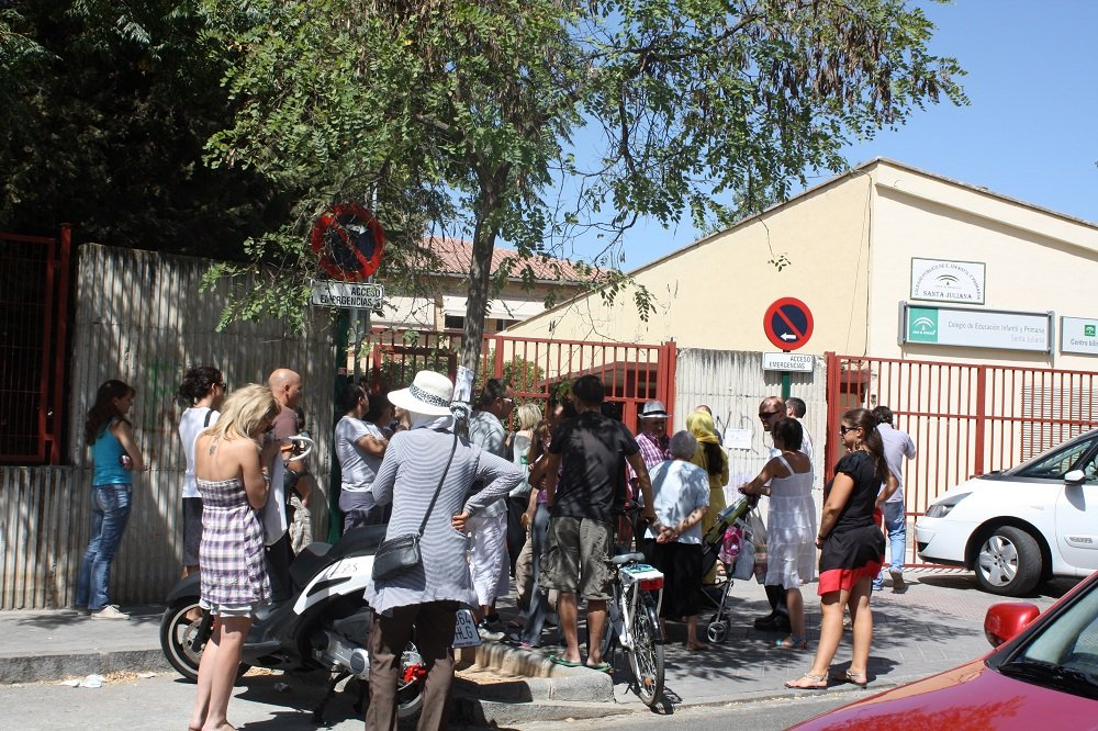 Salida del colegio Santa Juliana de la Chana