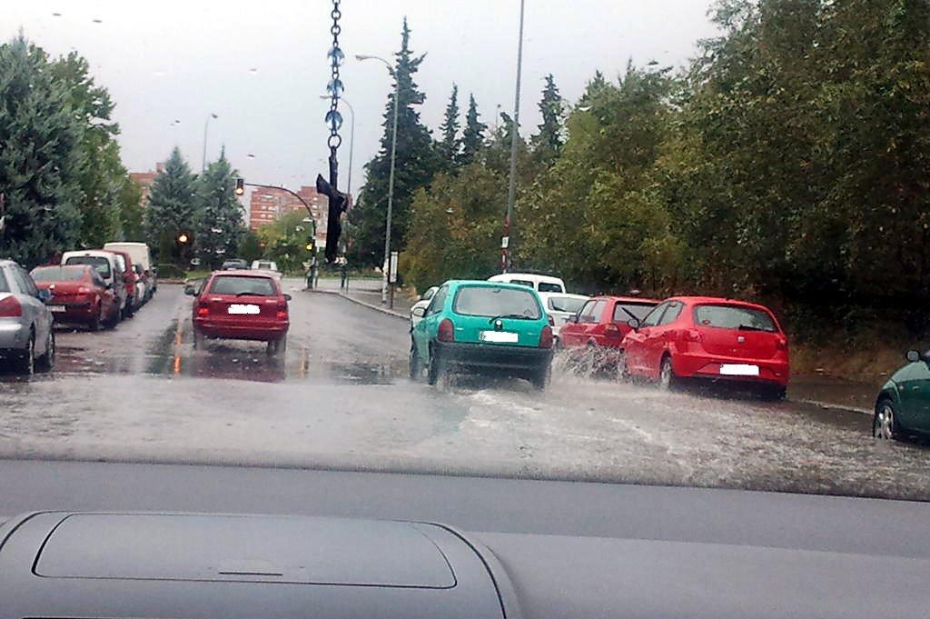 carretera de alfacar en Casería de Montijo inundada por lluvia