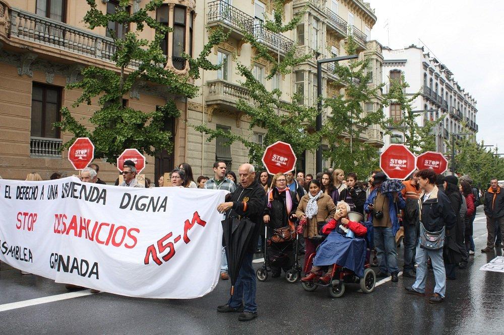 Protesta del grupo Stop Desahucios tras el suicidio de José Miguel