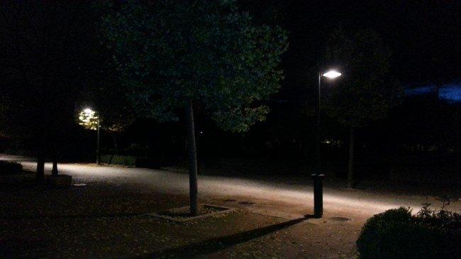 Parque Almunia de la Chana de noche