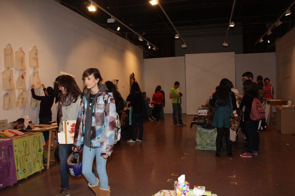 Mercadillo navideño en la Facultad de Bellas Artes de Granada