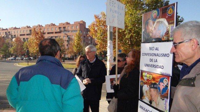 Protesta Granada Laica escuela magisterio Inmaculada Arzobispado de Granada