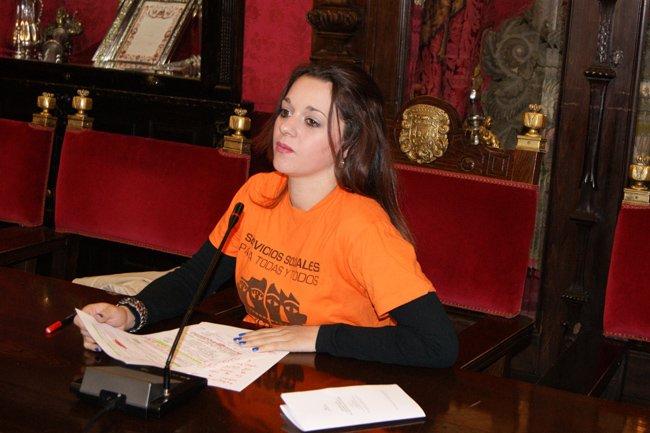 La concejal socialista, Jemi Sánchez, en rueda de prensa.