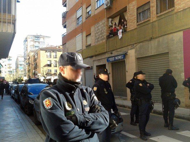Presencia policial por el desahucio de Teresa Lechuga en el Zaidín, Granada