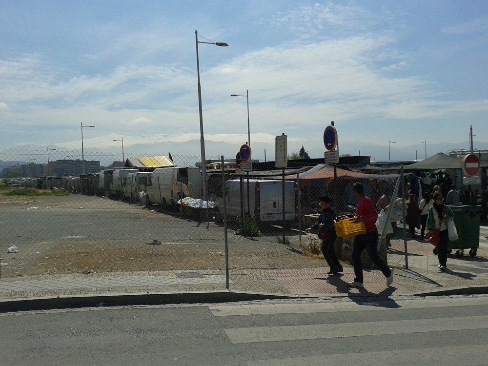 El descampado junto al mercadillo de la Chana, cercado