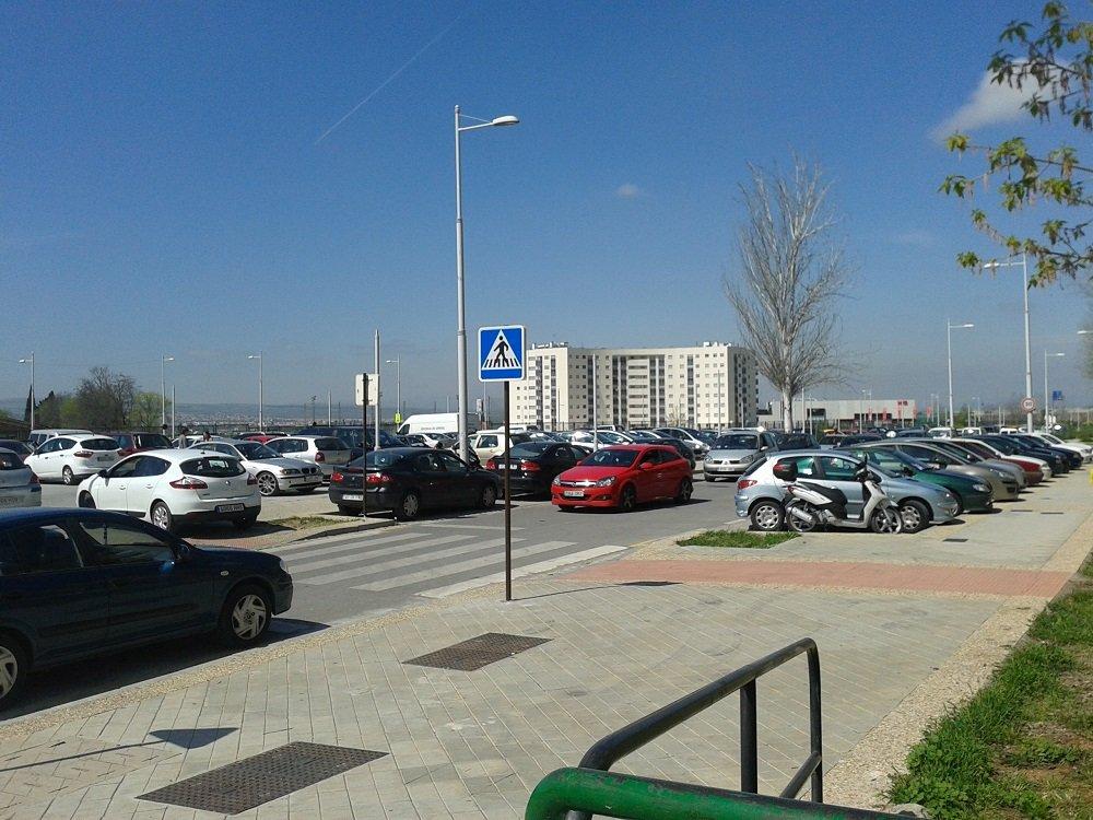 Coches estacionados en el bulevar de Las Perlas, Chana