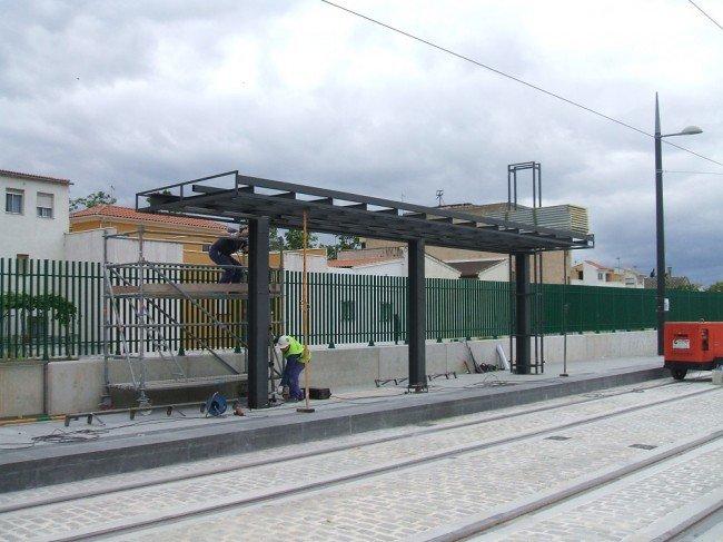 Marquesina del metro de Granada en el Cerrillo de Marecena