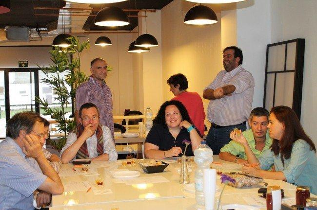 Cata de miel en Happen Coworking Granada