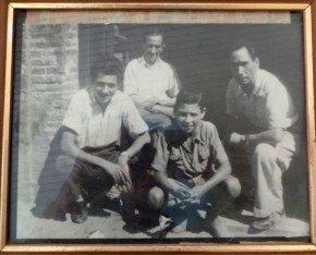 Foto de familia, Pepe, a la izda., junto al padre, sobrino y hermano.