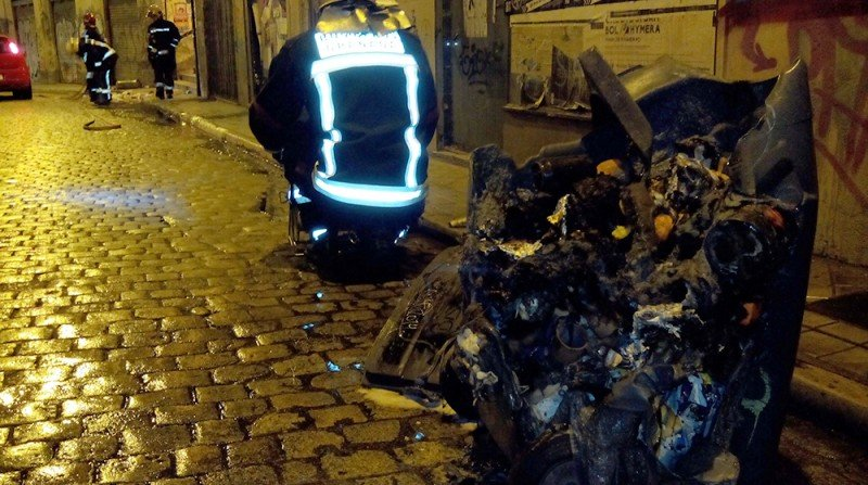 Papelera incendiada, bomberos, manifestación, Granada