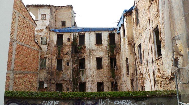 Calle Serrano, Albaicín, edificio en mal estado