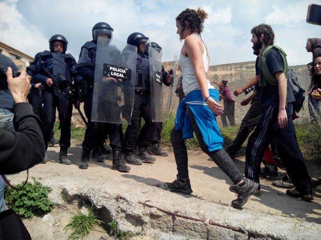 desalojo cuevas cerro San Miguel Granada antidisturbios