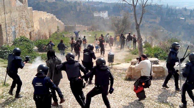 carga policial desalojo cuevas
