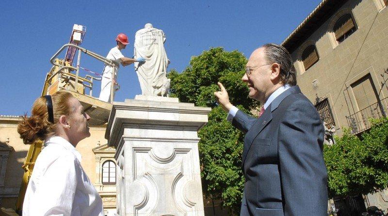 restauración estatua Carlos V