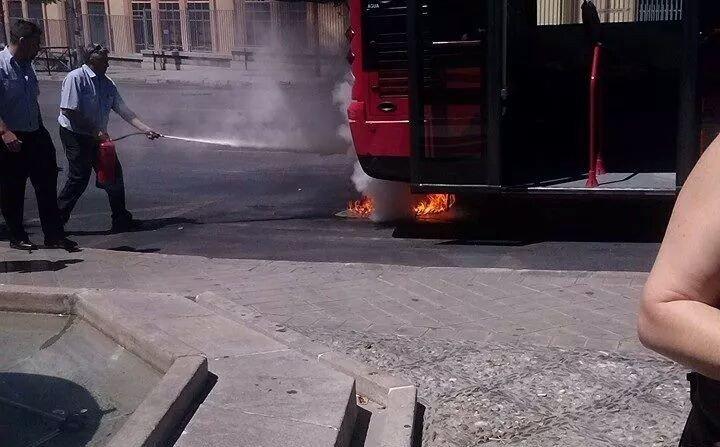 fuego en un n7 granada rober autobuses