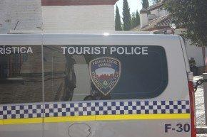 La Unidad se encarga preferentemente de informar a los turistas y disuadir de posibles hurtos.