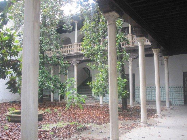 La Casa Ágreda está formada por dos edificios, uno noble y otro utilizado en el pasado como colegio.