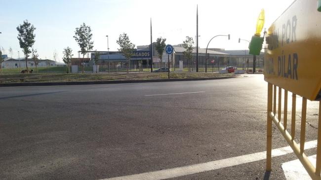 Rotonda de acceso a la avenida de Dílar desde el PTS.