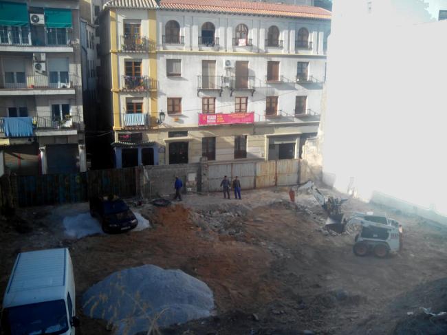 solar calle Elvira aparcamiento