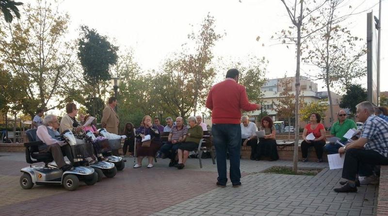 reunión de iu en la plaza de la petanca