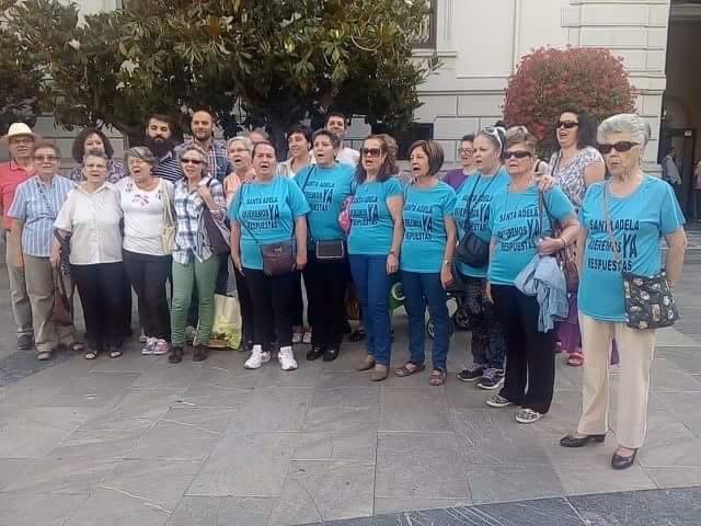 Integrantes de la Plataforma de Santa Adela en la concentración de hoy.