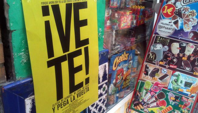 Cartel de campaña espontánea y anónima en un comercio del centro. Foto: GranadaiMedia