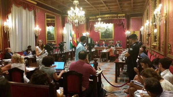 pleno del Ayuntamiento de Granada moción de reprobación