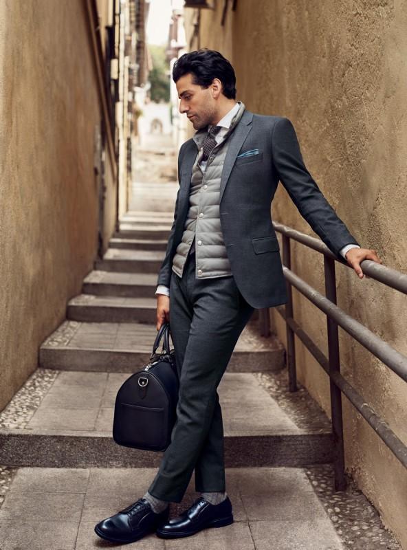 Oscar Isaac, por las calles del Realejo. Foto: GQ