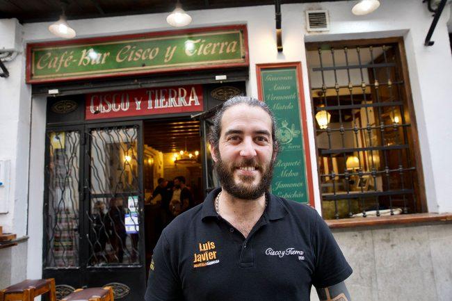bares y tabernas de Granada Cisco y Tierra